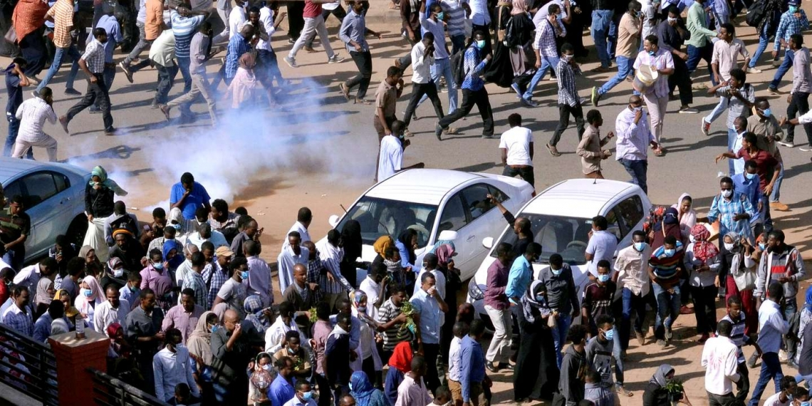 FILE PHOTO: Sudanese demonstrators run from teargas lobbed to disperse them as they march along the street during anti-government protests in Khartoum, Sudan December 25, 2018. REUTERS/Mohamed Nureldin Abdallah/File Photo